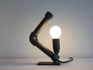 lampe de bureau en tube d'acier