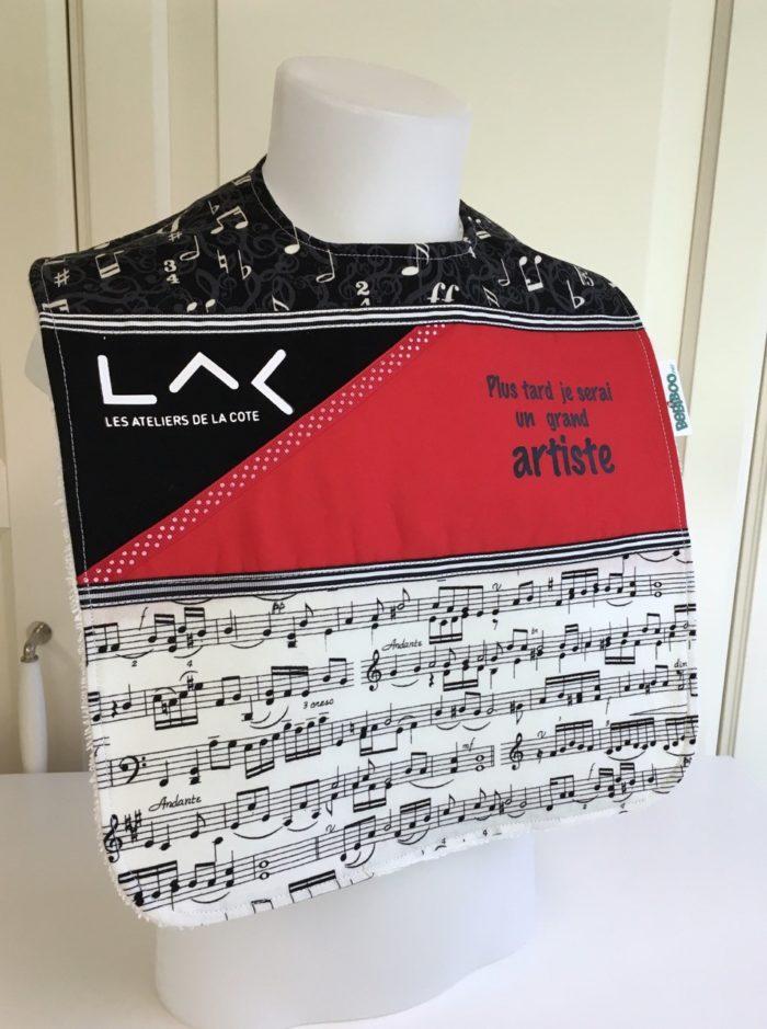 Bavette fait main en coton avec le logo du LAC