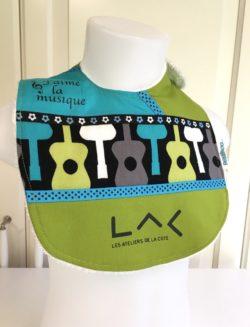 bavette fait main en coton au logo du LAC