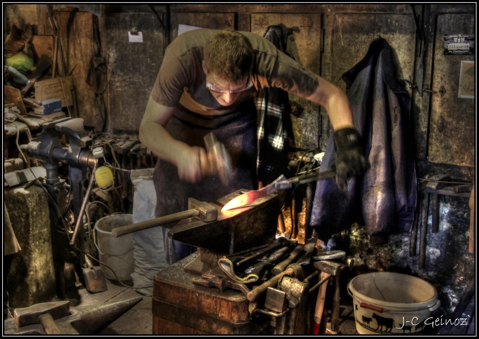 la forge de Stéphane Anken, coutelier d'art