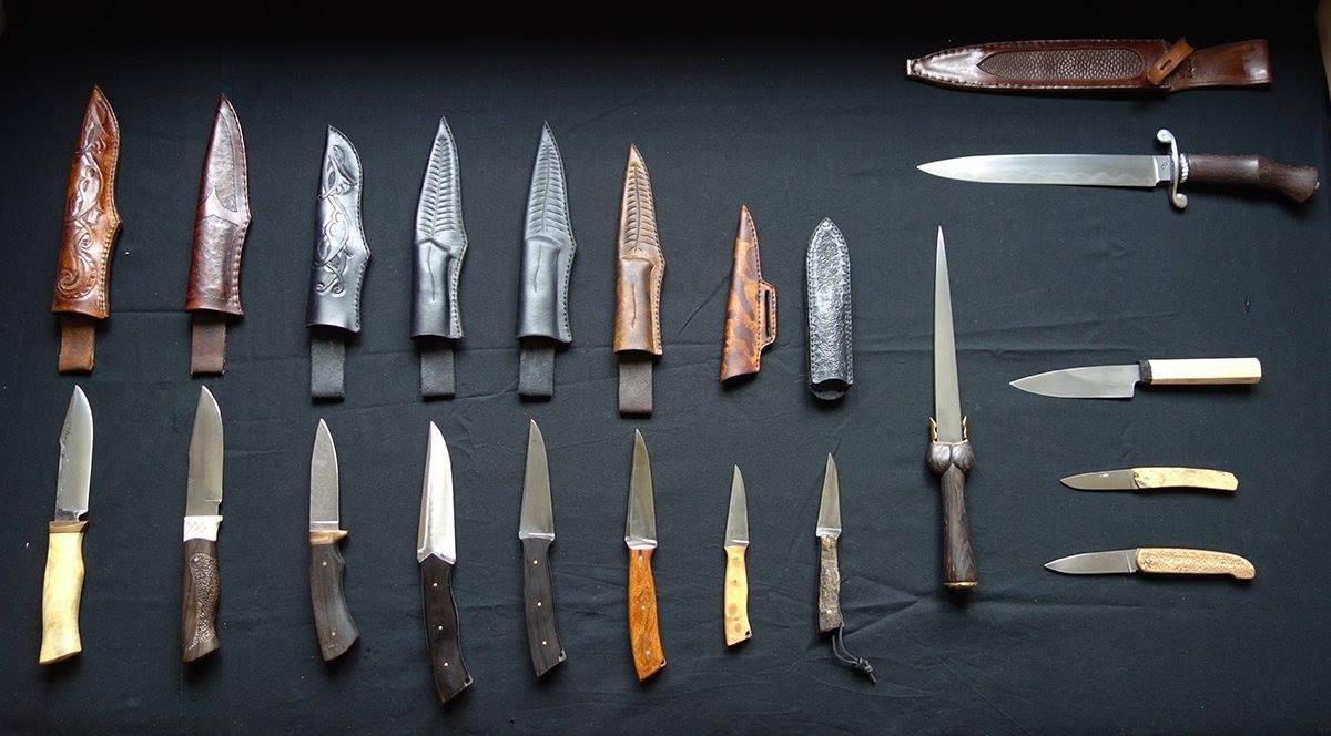 couteaux et étuis signés Anken