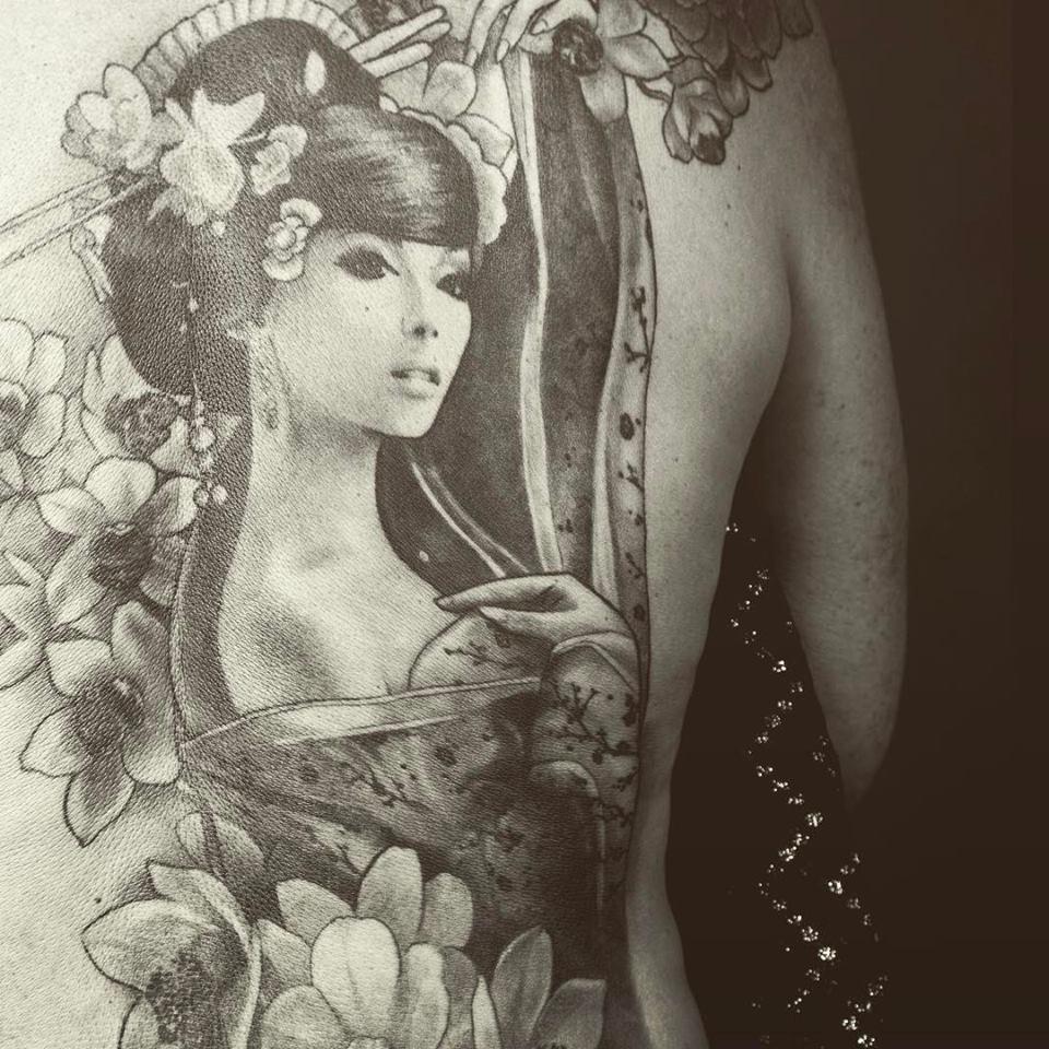 Salon de tatouage de Linda Saulais aux Ateliers de la Côte à Etoy, proche de la gare et à 8 minutes de la sortie d'autoroute