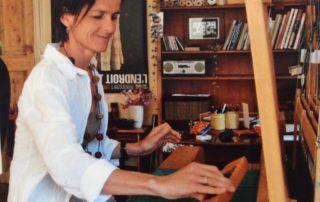 Lise Bertholet Amie des Ateliers de la Côte à Etoy. Place de parc gratuit. A 5 minutes à pied de la gare et 8 minutes de l'autoroute.