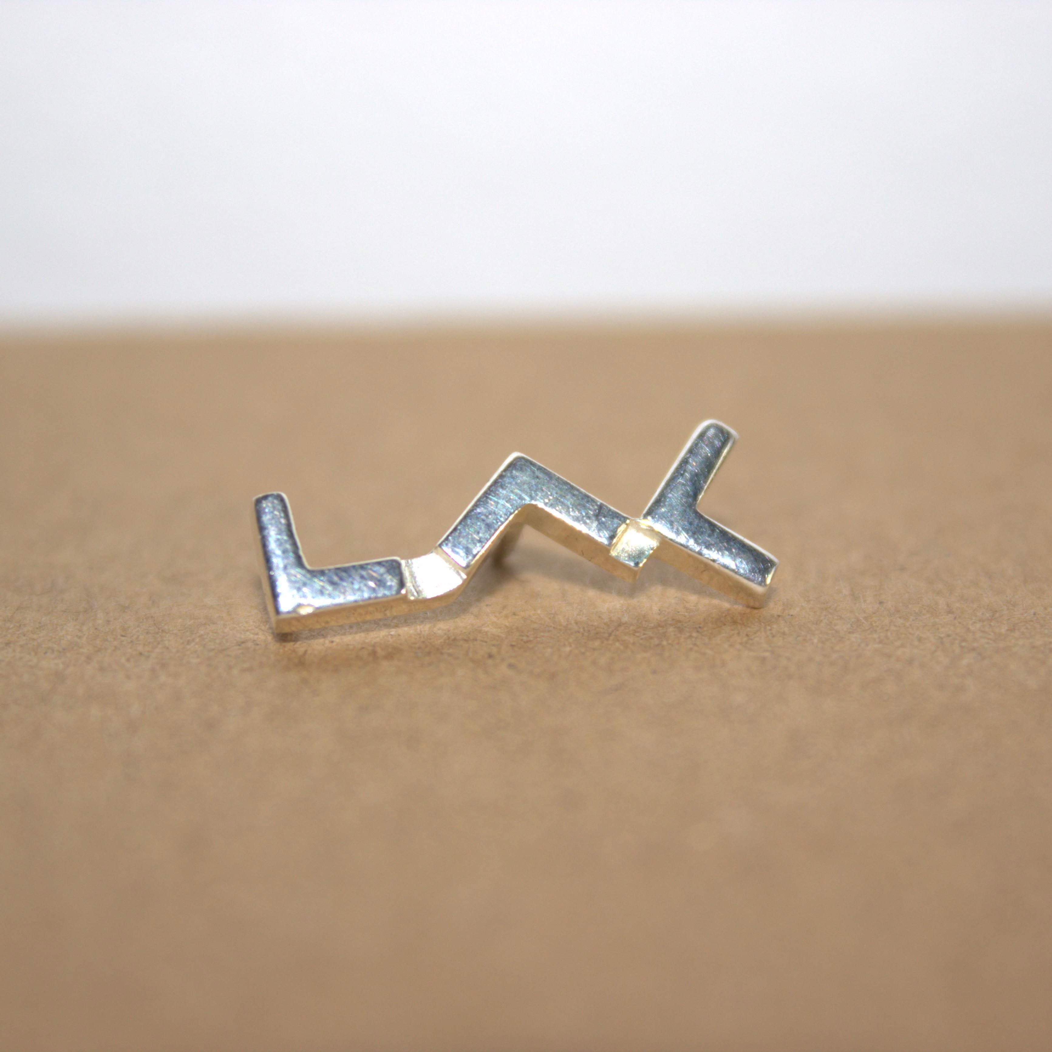 pin's en argent au logo du LAC