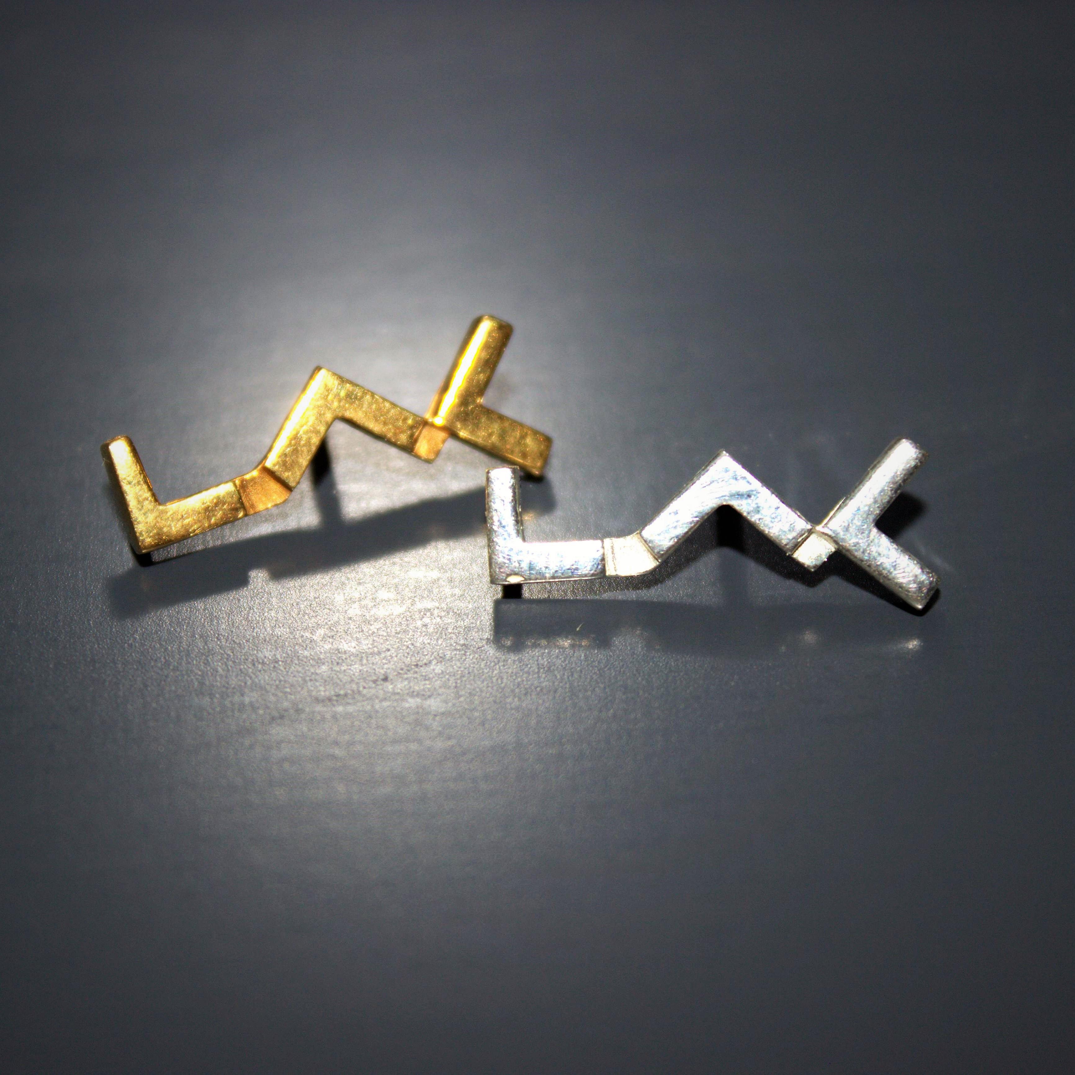 pin's au logo du LAC en argent et argent plaqué or