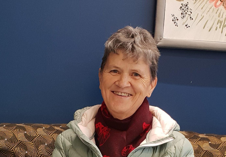 Rosmarie Rittener, amie des Ateliers de la Côte. Parking gratuit, à 8min des sorties d'autoroutes et 5 minutes à pieds de la gare.