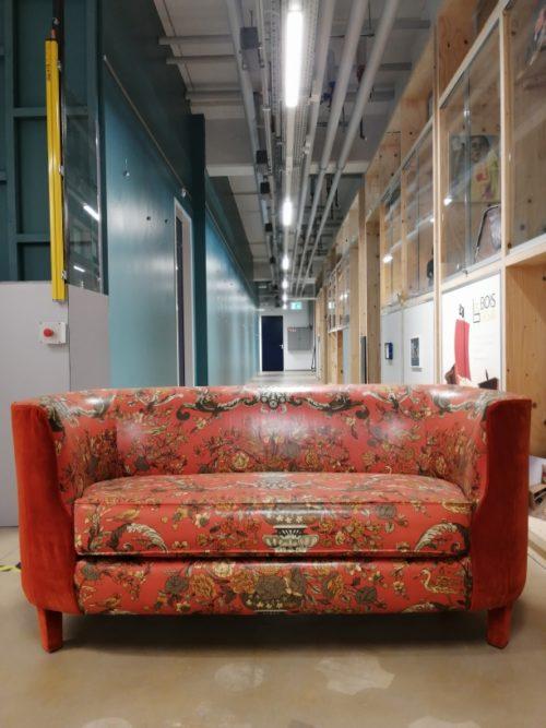 Tapissière décoratrice, L'atelier Bonilla rénove un ancien canapé aux Ateliers de la Côte à Etoy