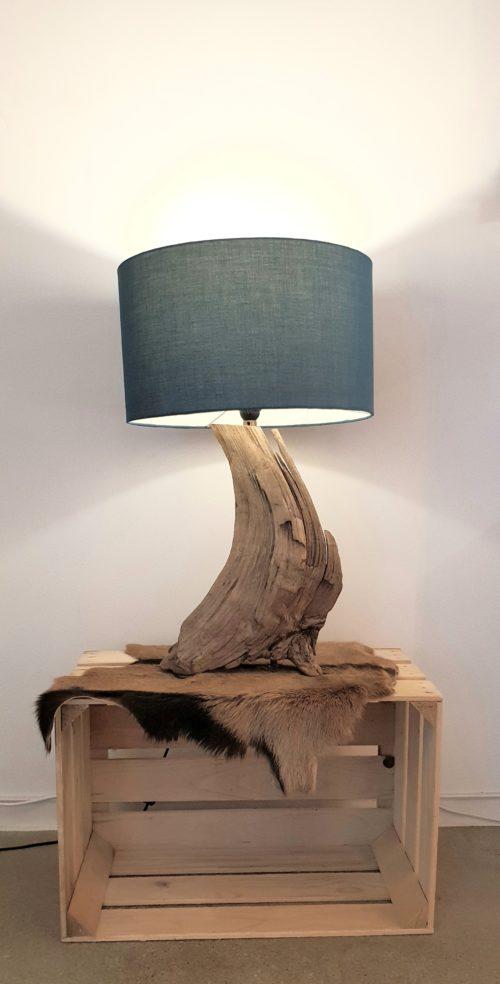 Lampe artisanale créée par Sabine Pirat des Ateliers de la Côte à Etoy