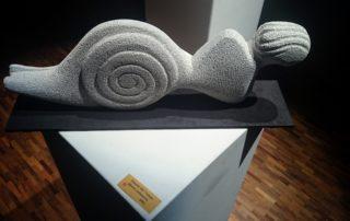 Satch Brzak réalise des sculptures et des peintures aux Ateliers de la Côte, centre culturel artistique à Etoy