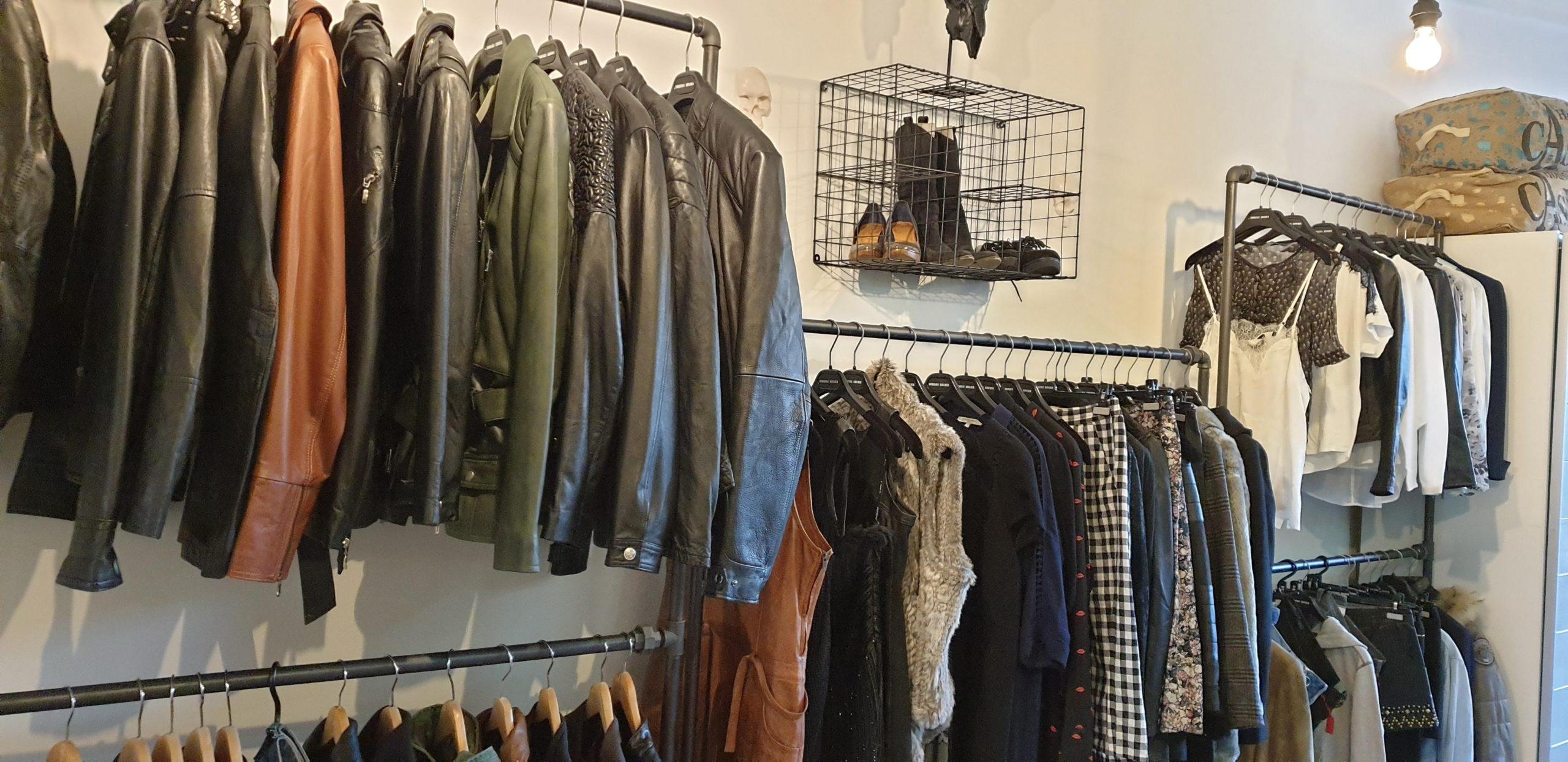 Des vestes en cuir d'occasion chez Stéphanie Gedda à Etoy